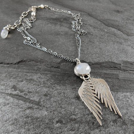 Angelwing necklace in silver with rainbow moonstone