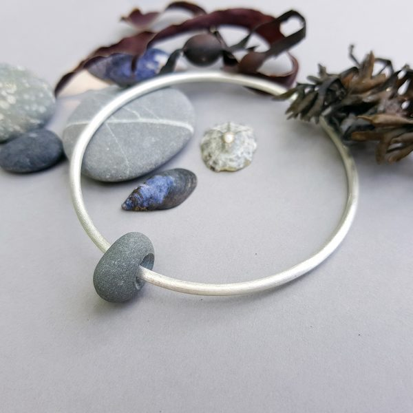 Beach pebble and brushed silver bangle