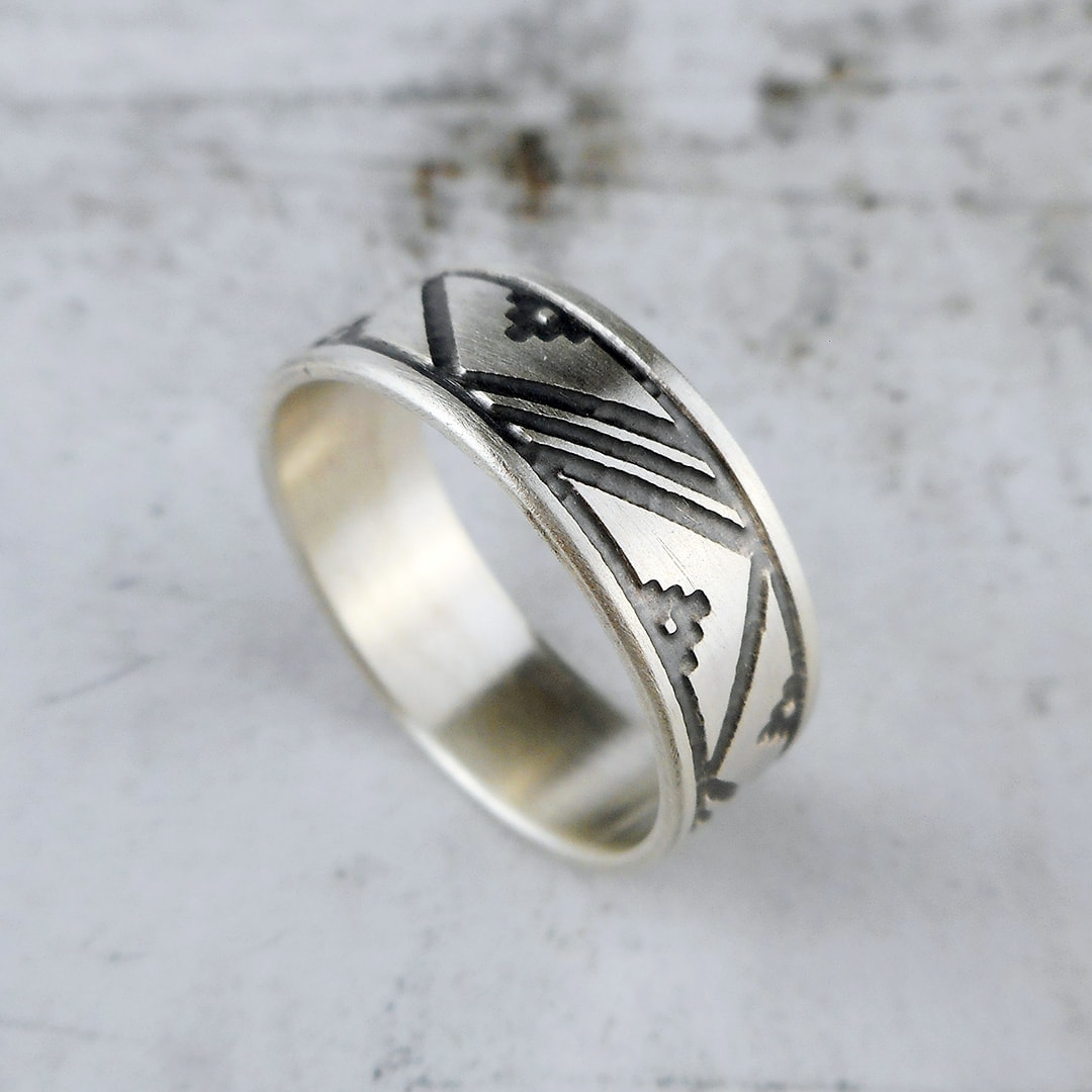 Scandinavian patterned thumb ring in sterling silver with patina and brushed finish