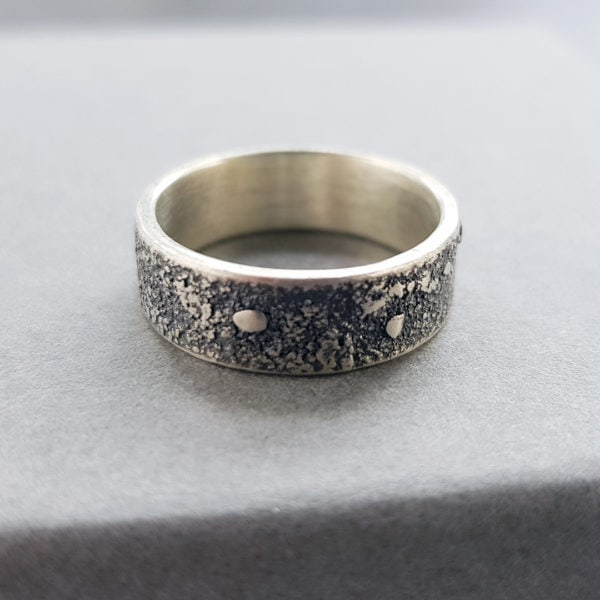 simple textured silver band ring