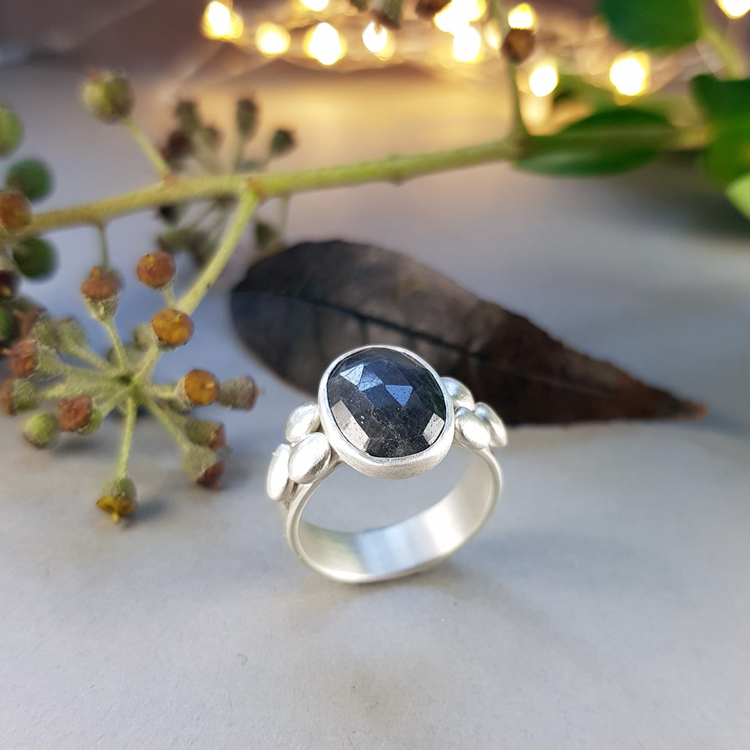 Grey sapphire and silver pebbles ring