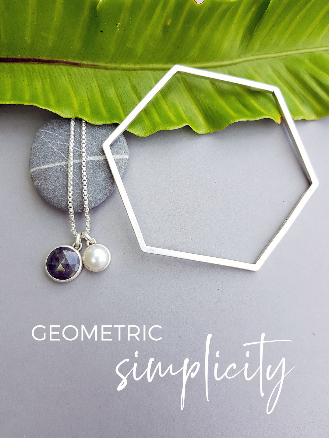 Geometric simplicity with pearl and sapphire