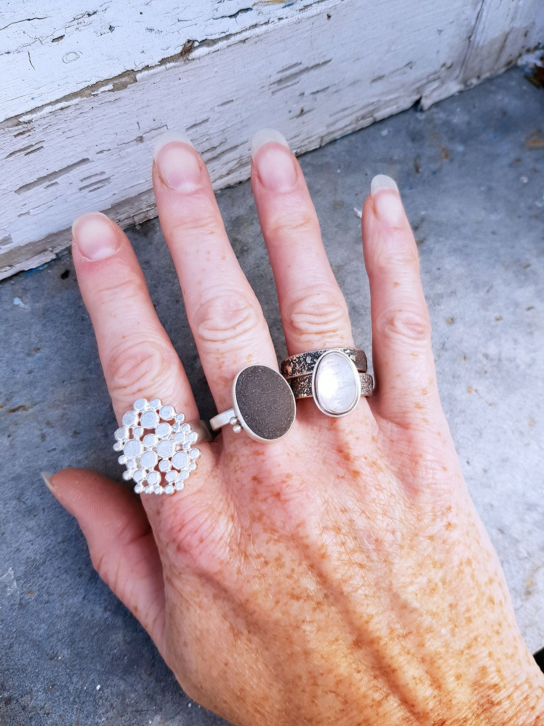 Textured and smooth rings working together