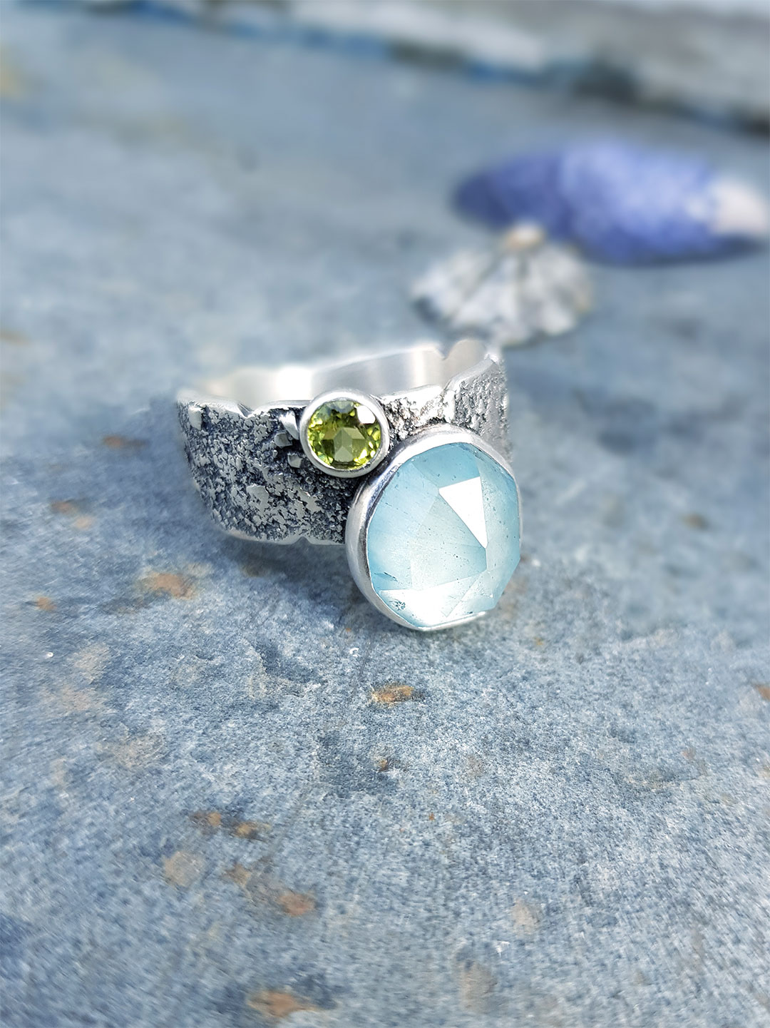 Aquamarine and peridot ring