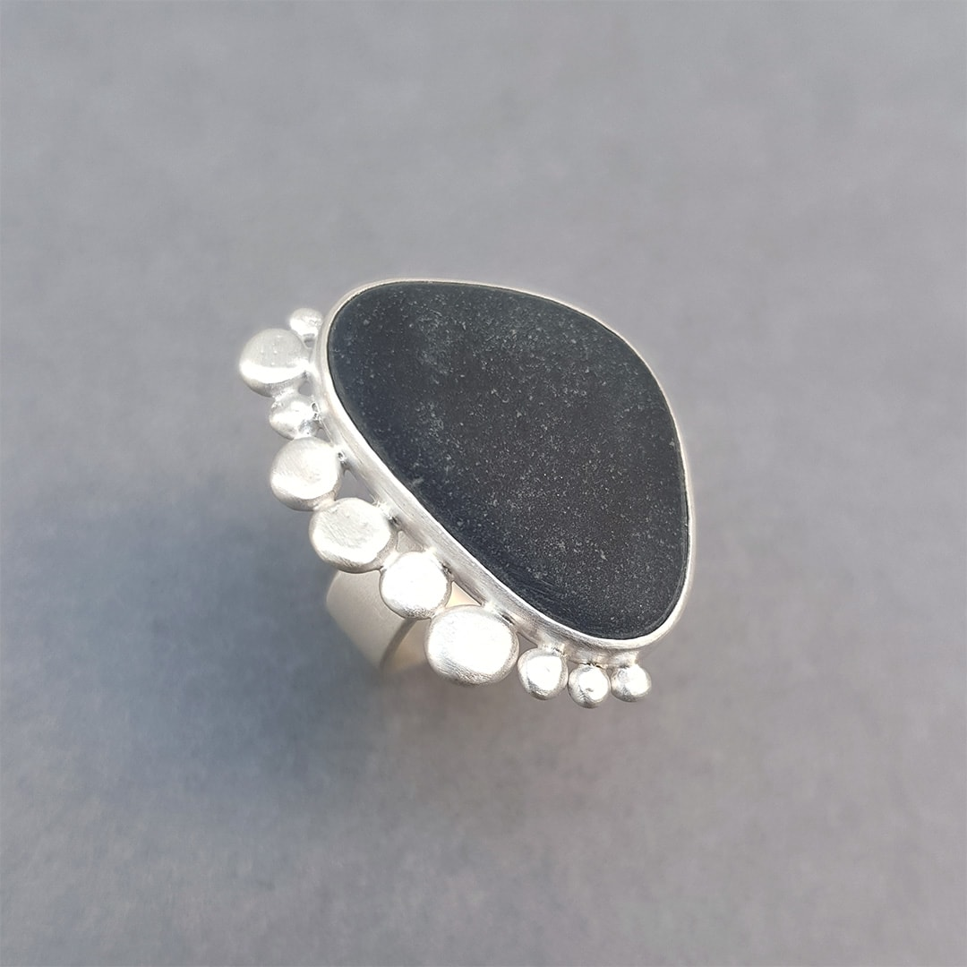 Statement ring with beach pebble and brushed silver pebbles
