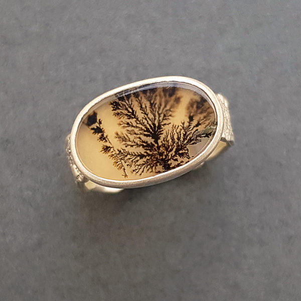 Moss like internal inclusions in a dendritic agate ring