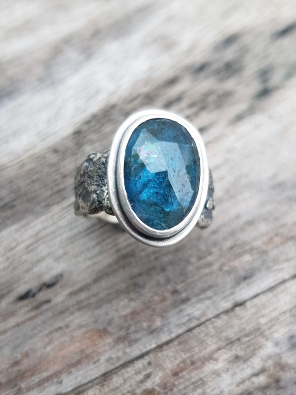 Handmade ring in sterling silver and blue Kyanite gemstone