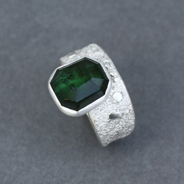 One of a kind ring in green tourmaline and sterling silver